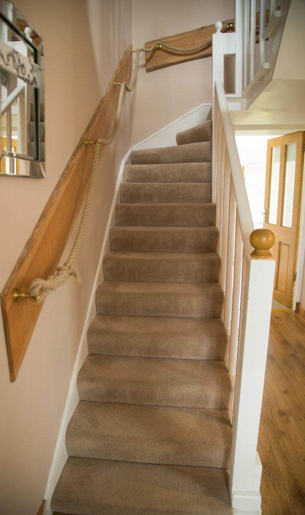2 interior upstairs hall b